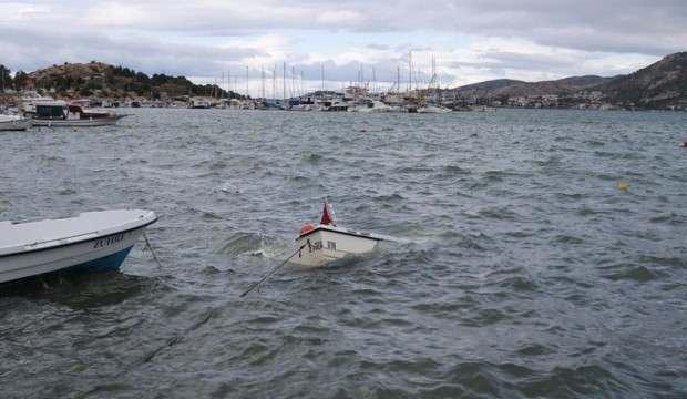 İzmir'i fırtına vurdu: 5 tekne battı!