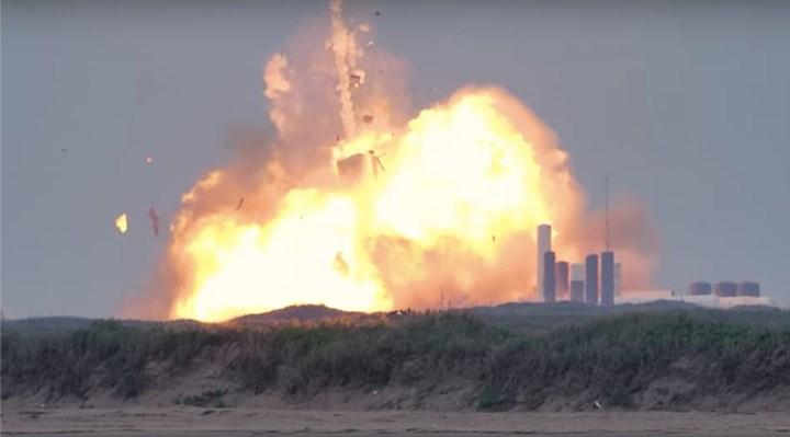 SpaceX'in uzay aracı, deneme sırasında patladı