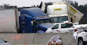ABD'de Korkunç Kaza! Onlarca Araç Birbirine Girdi