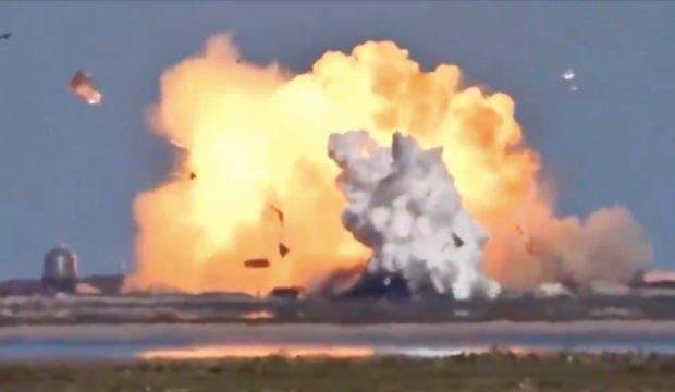 SpaceX'in mekiği ikinci kez iniş sırasında patladı
