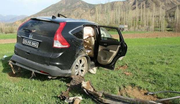 Kaymakam ve belediye başkanını taşıyan araç kaza yaptı: 4 yaralı
