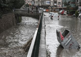 Ankara'yı yaz sağanağı vurdu